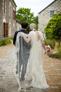 still with this veil. i cannot get over it. and the back of the dress.
