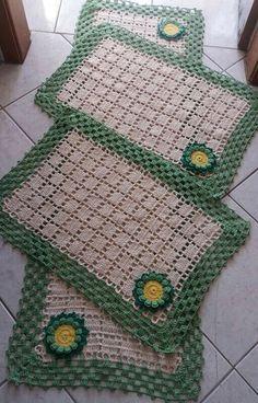 Crochet Kitchen Rug: Sets of Rugs and Walkthroughs Crochet Doily Rug, Crochet Placemats, Crochet Carpet, Granny Square Crochet Pattern, Crochet Stitches Patterns, Crochet Squares, Crochet Home, Love Crochet, Filet Crochet