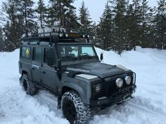 Lapland Winter Trail Landrover Defender on the move