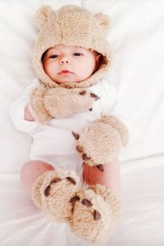 15 Genius Baby Products You'll Wonder How You Lived Without 15 genius baby products that will make your life easier - Unique Baby Outfits So Cute Baby, Baby Kind, Cute Kids, Cute Babies, The Babys, Genius Baby Products, New Baby Products, Baby Pictures, Baby Photos