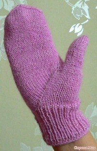 Mittens with braids with the Indian wedge for a thumb Crochet Mittens, Mittens Pattern, Knitted Gloves, Knit Crochet, Crochet Hats, Cast On Knitting, Knitting Socks, Hand Knitting, Knitting Patterns