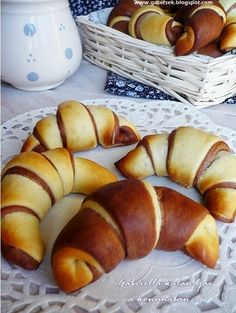 Winter Food, Pretzel Bites, Hot Dog Buns, Cake Recipes, Bakery, Sandwiches, Food And Drink, Sweets, Bread