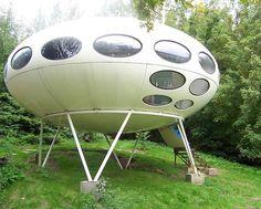 The Futuro house epitomizes Space Age style, a period of optimistic, futuristic … Futuristic Home, Bamboo Art, Dome House, Unusual Homes, Atomic Age, Modern Architecture, Pavilion Architecture, Sustainable Architecture, Residential Architecture