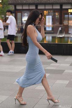 Curvy Girl Outfits, Hot Outfits, Beautiful Asian Women, Beautiful Celebrities, Business Outfits Women, Outdoor Girls, Voluptuous Women, Asian Woman, Sexy Dresses