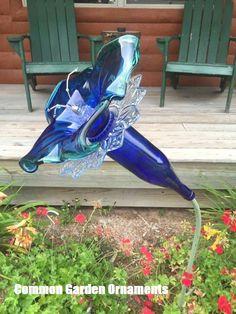 Glassware garden art - Some Of The Common Garden Ornaments Explored – Glassware garden art Plate Flowers Garden, Glass Plate Flowers, Flower Plates, Garden Totems, Glass Garden Art, Bottle Garden, Glass Art, Outdoor Crafts, Outdoor Art