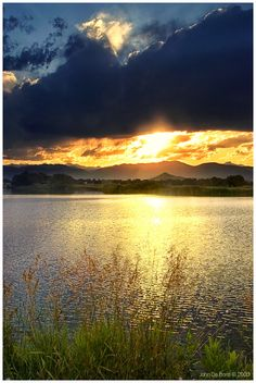 A Summer Sunset at d lake in rural Boulder County, Colorado_ USA