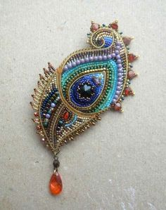 Beaded feather by Olga orlova Bead Jewellery, Jewelry Art, Beaded Jewelry, Beaded Bracelets, Bead Embroidery Jewelry, Beaded Embroidery, Brooches Handmade, Handmade Jewelry, Patches Diy