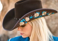 Cowgirl hats, cowboy and cowgirl, cowgirl style, cowboy boots, country fash Cowgirl Belts, Cowgirl Outfits, Outfits With Hats, Cowgirl Style, Cowgirl Jewelry, Cowboy And Cowgirl, Western Style, Cowboy Boots, Mens Sun Hats