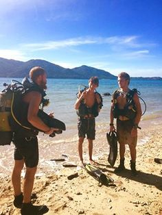 Our diving instructor (Kyle) congratulating our latest rescue divers on a job well done! Diving School, Diving Course, Padi Diving, Beach, Image, The Beach, Beaches