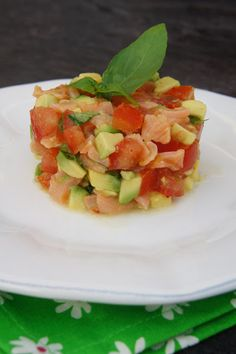 This fresh, summery watermelon and feta salad if perfect for summer cookouts and picnics. This recipe is easy to make and is super healthy. It combines the tangy feta with the sweet watermelon for a lovely flavor combination. Appetizer Recipes, Keto Recipes, Healthy Recipes, Appetizers, Ceviche, Timbale Recipe, Watermelon And Feta, Feta Salad, Fish And Seafood