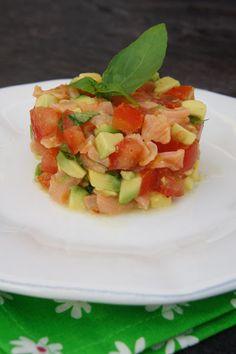 Tartare de tomates, d'avocat et de saumon fumé