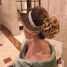 Discover penteadossonialopes's Instagram SÃO PAULO/SP devido à grande procura  no Curso Master Penteados do mês de Setembro, abrimos uma turma extra: ✨Dias 12 e 13 de Setembro/2017  São Paulo/SP✨  Não perca! Garanta já a sua inscrição! ❤️ #PenteadosSoniaLopes ✨ . . . . . #sonialopes #cabelo #penteado #noiva #noivas #casamento #hair #hairstyle #weddinghair #wedding #inspiration #instabeauty #penteados #novia  #inspiração #cabeleireiros #lovehair #videohair #curl #curls #noivasdobrasil…
