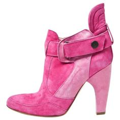 Pre-owned Preen by Thornton Bregazzi Pink Suede Ankle Boots (10.025 RUB) ❤ liked on Polyvore featuring shoes, boots, ankle booties, pink, suede booties, suede leather boots, suede bootie, pink suede booties and short boots