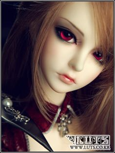 Luts, Senior Delf Mia, Red Night Limited edition version - I want this.