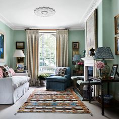 Interior and textile designer Penny Morrison decorated this beautiful London living room for a lucky client. Pic by Alicia Taylor, in House and Garden magazine pennymorrisoninteriors penny_morrison_accessories - London Living Room, My Living Room, Living Spaces, Living Area, Green Rooms, Green Walls, Interior Decorating, Interior Design, Interior Ideas