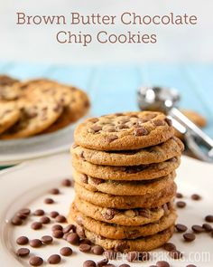 Brown Butter Chocolate Chip Cookies | sweet2eatbaking.com #chocolatechip #cookies #brownbutter #recipe