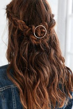 Urban Outfitters Mini Margot Hair Pin #HairGrowthShampoo Shoulder Length Curly Hair, Curly Hair With Bangs, Short Curly Hair, Curly Hair Styles, Natural Hair Styles, Tree Braids Hairstyles, Half Braided Hairstyles, Down Hairstyles, Easy Hairstyles