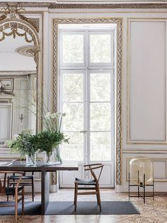 Décor Inspiration: An Elegant Classically French Apartment in Lyon with interiors by Maison HAND and architect Michel Bessoud French Apartment, Parisian Apartment, Paris Apartments, French Mansion, Interior And Exterior, Interior Design, Interior Doors, Gravity Home, Classic Interior