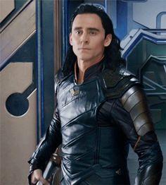 Imagine Loki protecting you! Loki Avengers, Loki Thor, Loki Laufeyson, Marvel Funny, Marvel Avengers, Tom Hiddleston Loki, Thomas William Hiddleston, Loki Imagines, Loki Aesthetic