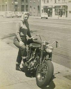 #harleydavidsongirlswoman #harleydavidsonmotorcycles