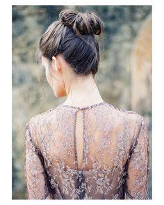 Vestido espalda y peinado  { by @byronlovesfawnphotography}. #buenosdías #goodmorning #hairstyle #hairdo #hair #peinado #beauty #bohemian #romantic #wedding #weddingday #boda #bride #bridetobe #bridal #invitada #guest #novia #estilazo #style #beautiful #inlove #stunning #weddinginspiration #hairinspiration #weddinghair #love #like #picoftheday #siempremia