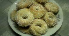 En typisk Västgötakaka. Bagel, Doughnut, Tin, Desserts, Tailgate Desserts, Deserts, Pewter, Postres, Dessert