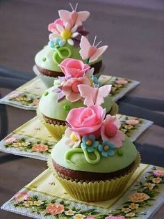 Beautiful,Cute And Funny Cakes, Cupcakes And Cake Pops Pretty Cupcakes, Beautiful Cupcakes, Yummy Cupcakes, Sweet Cupcakes, Mocha Cupcakes, Gourmet Cupcakes, Velvet Cupcakes, Vanilla Cupcakes, Cupcakes Flores