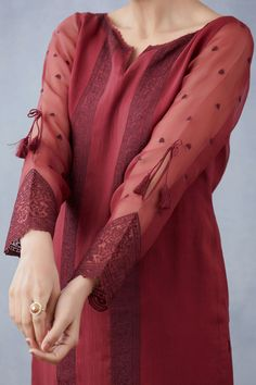 Kurti Sleeves Design, Kurta Neck Design, Sleeves Designs For Dresses, Sleeve Designs, Latest Dress Design, Stylish Dress Designs, Girls Dresses Sewing, Stylish Dresses For Girls, Simple Pakistani Dresses