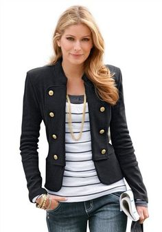 Navy blazer, striped top with jeans. Perfect !