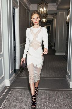 petitelovefashion: kate bosworth in a white lace bodycon dress and black strappy heels. ferosh!