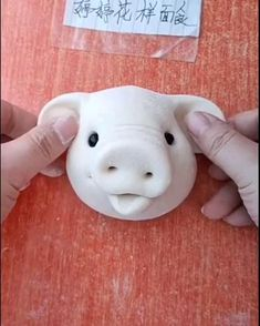 Pig sculpting