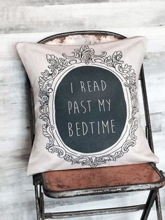I read past my bedtime. Book lovers are notorious hoarders. We pile books on our nightstands and squeeze them underneath our beds. We fill up bookcases and create sky-high . Books And Tea, I Love Books, Books To Read, My Books, Past My Bedtime, Quirky Decor, Nerd Decor, Decoration Originale, Book Nooks