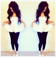 White peplum top, black leggings add some colored heels Fashion Killa, Look Fashion, Teen Fashion, Fashion Outfits, Fashion Styles, Pastel Outfit, Spring Summer Fashion, Spring Outfits, Rockabilly