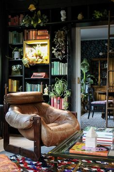 This is the dreamiest home library ever! Love the use of vintage textiles and the abundance of green! Kate Pearce Vintage for the One Room Challenge Home Library Design, House Design, Home Library Decor, Cozy Library, Green Library, Home Libraries, Dark Interiors, Victorian Interiors, Green Rooms