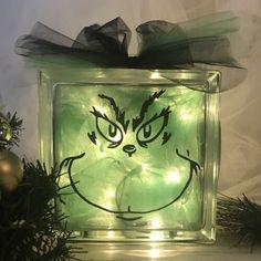 Grinch Decorations, Grinch Ornaments, Diy Christmas Ornaments, Diy Christmas Gifts, Whoville Christmas Decorations, Tulle Christmas Trees, Homemade Christmas Crafts, Christmas Glasses, Christmas Signs