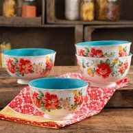 The Pioneer Woman Vintage Floral 6 Footed Bowl Set Set of 4 Pioneer Woman Dishes, Pioneer Woman Kitchen, Pioneer Women, Dinner Plate Sets, Dinner Plates, Cocina Shabby Chic, Ree Drummond, Timeless Design, Vintage Floral