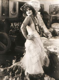 Clara BOW :: on the set of The Lawful Cheater, 1925