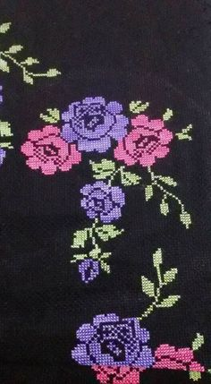 This Pin was discovered by Hül Cross Stitch Rose, Cross Stitch Borders, Cross Stitch Flowers, Cross Stitch Embroidery, Hand Embroidery, Cross Stitch Patterns, Embroidery Designs, Bordados E Cia, Free To Use Images
