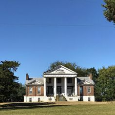 Saunders-Hall-Goode Mansion near Town Creek Alabama. Built in 1830 by Turner Saunders a Methodist minister and planter. Currently occupied but in severe disrepair. #deserve2preserve