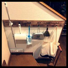 100円グッズを使った 簡単な傘収納のアイデアです☆ 本当は梅雨の間にご紹介…と 思っていたんですが、 ちょっと体調不良で もたもたしているうちに夏本番 出番が減った今の時期にも 使えるアイデアなので 多めに見てやってください(。-∀-) Bath Caddy, Getting Organized, Diy And Crafts, Organization, Organizing, House Design, Bathroom, Storage, Home