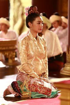 Traditional Dresses Designs, Thai Traditional Dress, Traditional Fashion, Traditional Outfits, Thai Dress, Silky Dress, Ethnic Outfits, Thai Style, Vogue Magazine