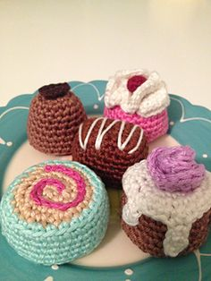 Free crochet pattern: Petit fours and Chocolate Bonbons by Wendy Verkooijen in English and Dutch #amigurumi
