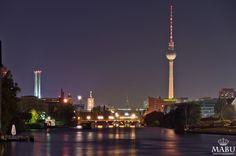 Nachtaufnahme Berliner Fernsehturm in Berlin-Mitte. (Photo: Copyright @ MaBu Photography)
