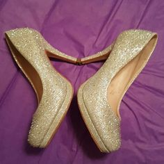 """Sparkles Beautiful silver sparkling heels. Going too the prom?  or a wedding?this spring. These would go with about any color. 4"""" heels. DE Blossom Colection Shoes Heels"""