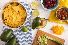 15 συνταγές που θα συνοδεύσουν τέλεια τον μαραθώνιο ταινιών & σειρών Nachos, Enchiladas, Guacamole, Food And Drink, Mexican, Fruit, Ethnic Recipes, Tortillas, Greek