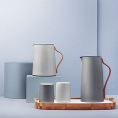 Emma is a range for tea and coffee lovers designed by Swedish design brand Stelton. With its retro twist and modern, innovative design. Kitchenware, Tableware, Kitchen Interior, Scandinavian Design, Ceramic Pottery, Tea Pots, Vacuums, Home Improvement, Mugs