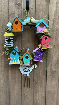 Bird Houses Painted, Decorative Bird Houses, Bird Houses Diy, Painted Birdhouses, Wooden Halloween Decorations, Halloween Crafts, Bird Decorations, Birdhouse Craft, Birdhouse Designs