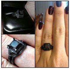 El negro combina con todo, incluso con tu compromiso.