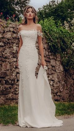 Strapless Sleeveless Wedding Dress,Simple White Satin Bridal Dress with Applique., Strapless Sleeveless Wedding Dress,Simple White Satin Bridal Dress with Appliques - shuiruyan dresses Strapless Sleeveless Wedding Dress,Simp. Top Wedding Dresses, Wedding Dress Trends, Lace Dresses, Vintage Dresses, Wedding Ideas, Modest Wedding, Wedding Hacks, Vintage Lace, Dress Lace