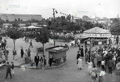 Piata Obor 2; anii 50; printre copaci se vede fantana arteziana din parc. Peste toate se afla astazi cladirea primariei sectorului 2 Bucharest, Dolores Park, Street View, Travel, Romania, Park, Viajes, Destinations, Traveling
